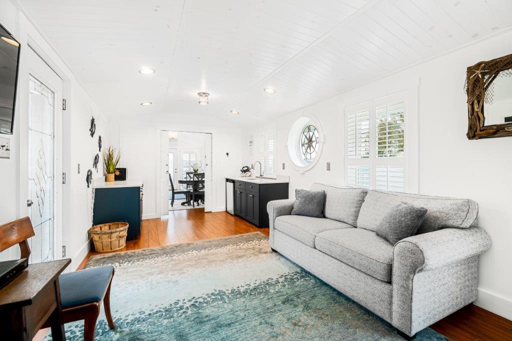 Key West Cottage kitchen - living area