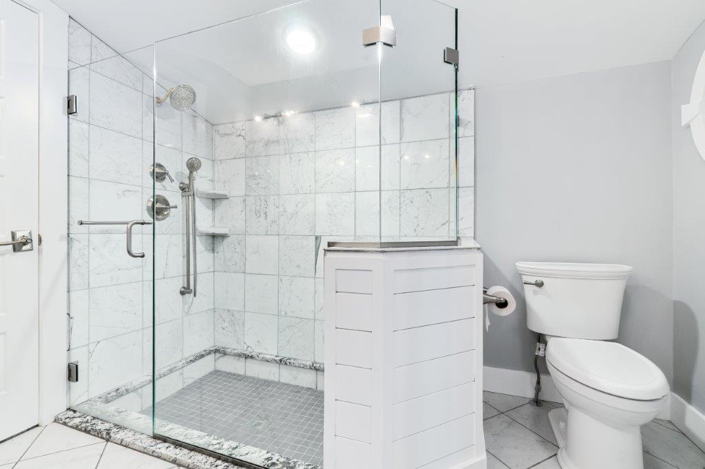 Key West Cottage bathroom 1